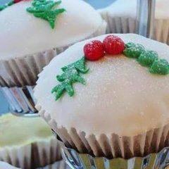 Eggless Christmas Cupcakes
