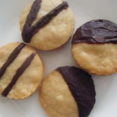 Choc‐Tipped Cookie
