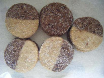 2 Colored Shortbread Cookies