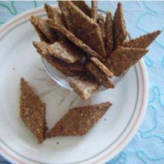 Sesame flaxseed crackers