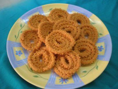 Munchy Chickpea Flour Spirals with Sesame Seeds