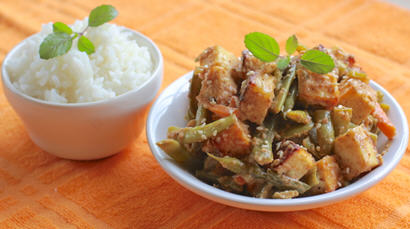 Green Bean and Paneer Stir-fry with a Spicy Peanut Sauce