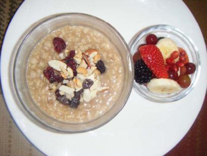 Oatmeal with Nutsand Fruits
